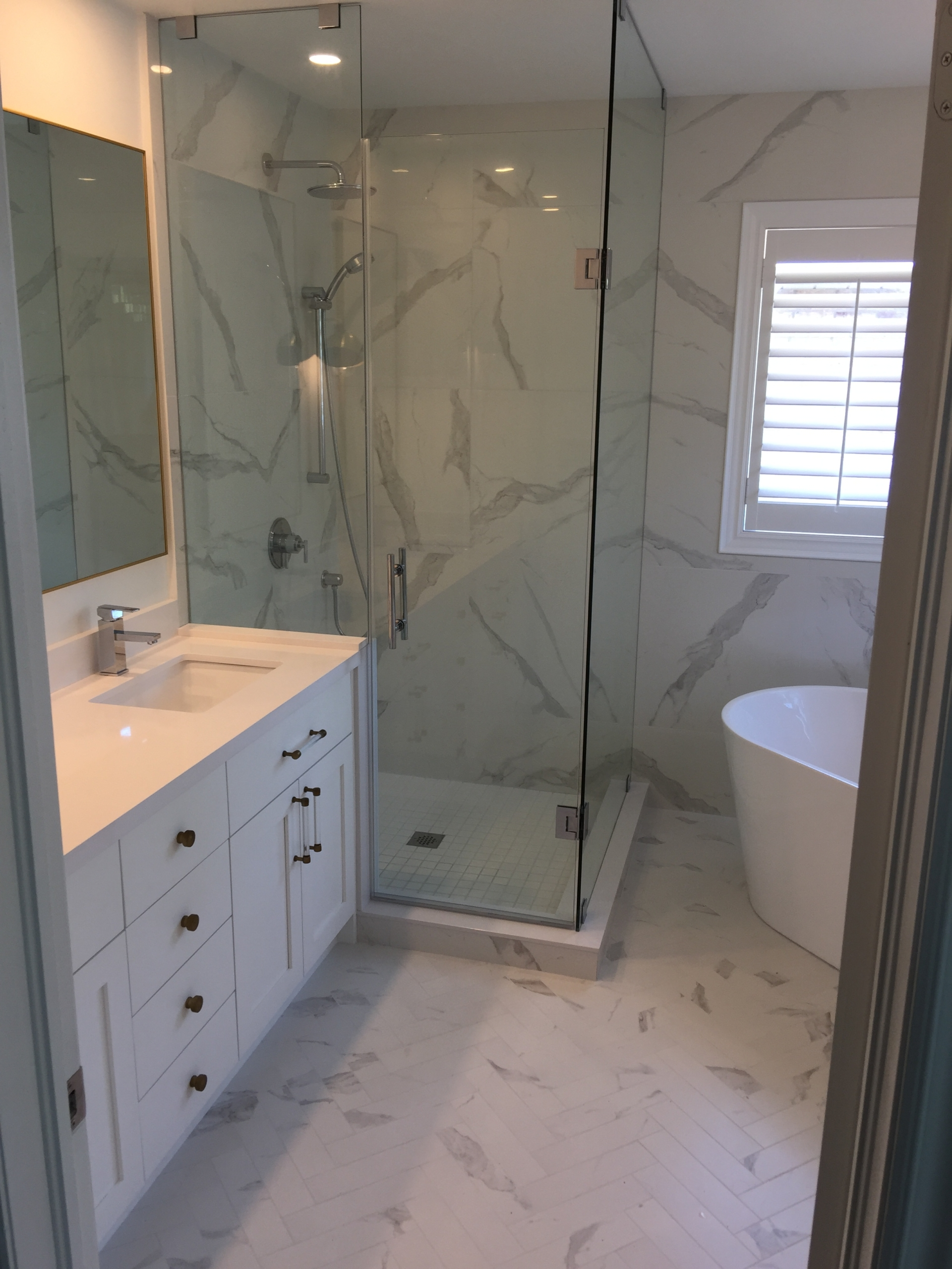 Bathroom Refacing – White & Gold (1)