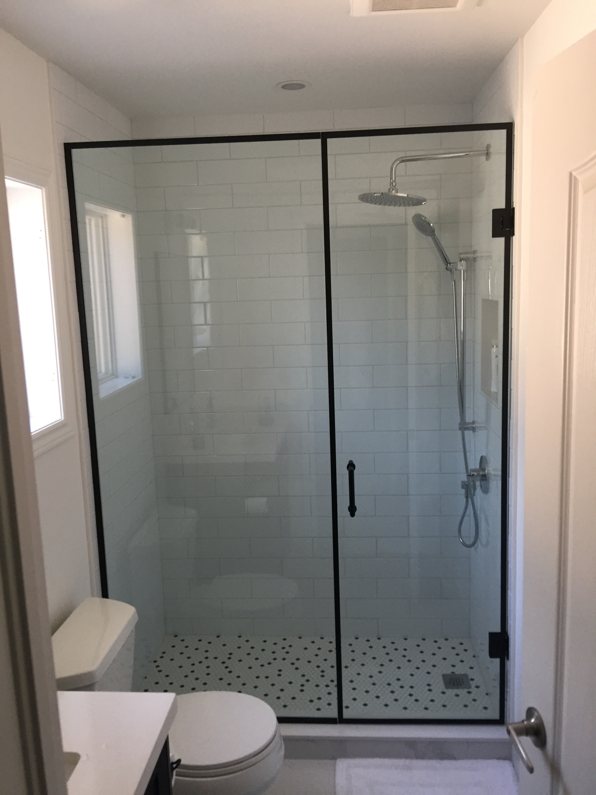 Bathroom Refacing – Black & White (2)